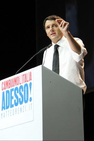 """Renzi: """"Berlusconi? E' come lo spread basta candidature a targhe alterne"""""""