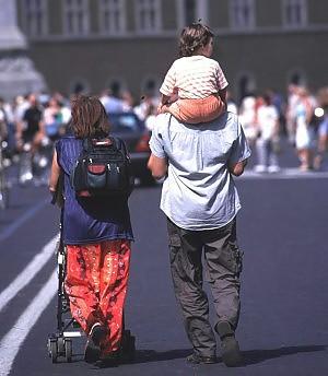 Più libri meno cellulari per salvare i nostri figli