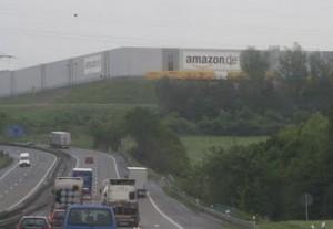 """Germania, i disperati di Amazon """"vessati da vigilantes neonazisti"""""""