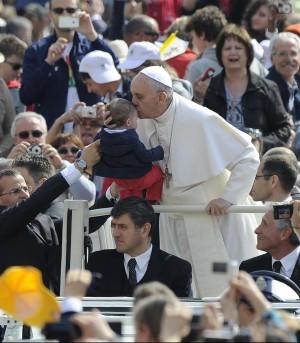 """Papa: """"Gesù è nostro avvocato, capocordata che ci conduce a Dio"""""""