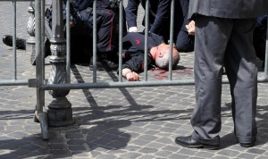 Il giuramento del governo Letta Spari a Palazzo Chigi, feriti due carabinieri