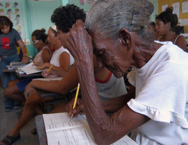 Gli analfabeti sono 776 milioni  Il 75% si trova in Africa e Asia