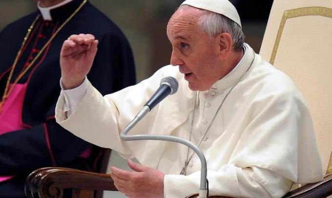 """Il Papa a Scalfari: così cambierò la Chiesa """"Giovani senza lavoro, uno dei mali del mondo"""""""