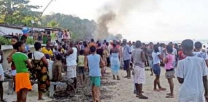 La spiaggia dove sono stati linciati i tre uomini (foto da L'Express Madagascar)