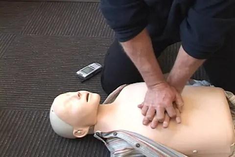 Solo el 28% de la gente sabe aplicar maniobras de reanimación en parada cardiaca