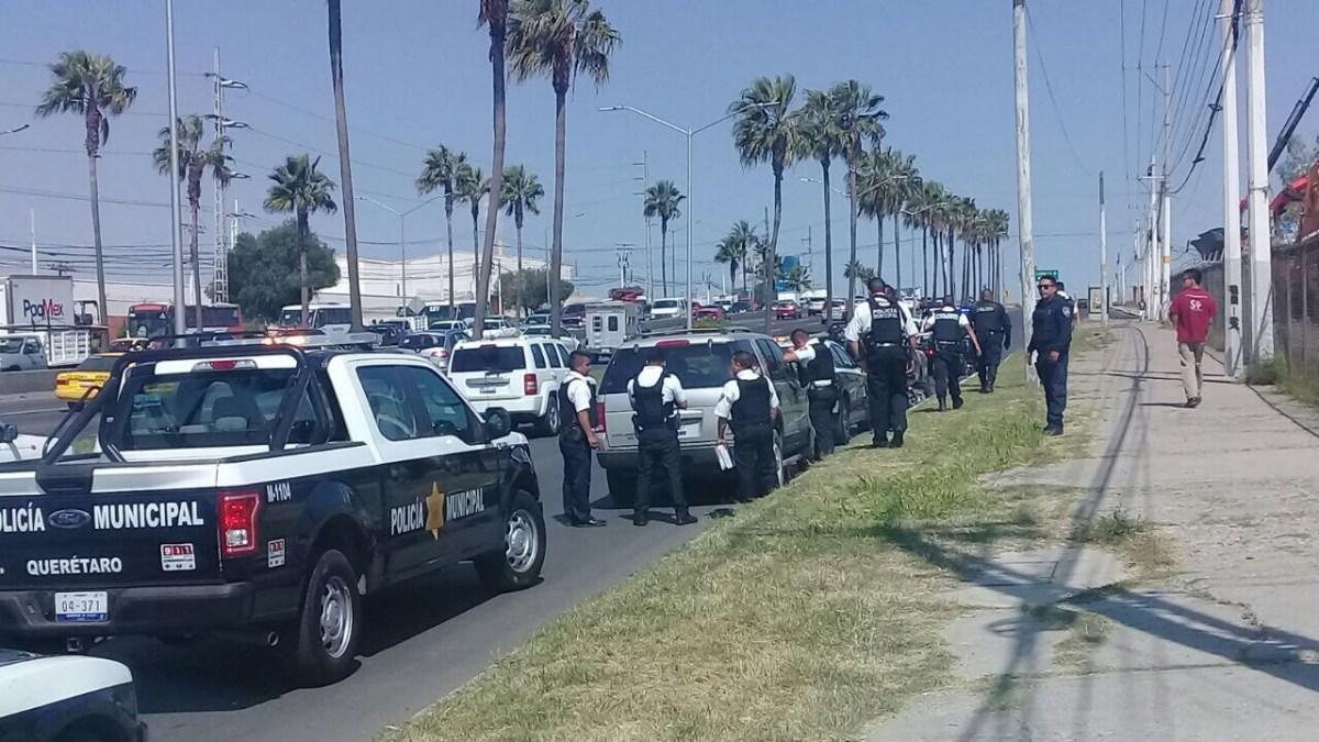 Detienen a automovilista que amenaza con arma de fuego a taxista