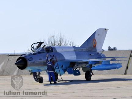 """MiG-21 LanceR & Cpt. Cdr. Mihai """"Mişu"""" Zamfirescu"""