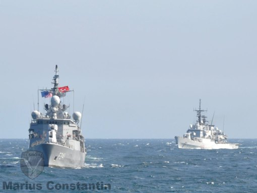 NSMG-2: TCG Turgutreis si F-574 Aliseo navigheaza in formatie