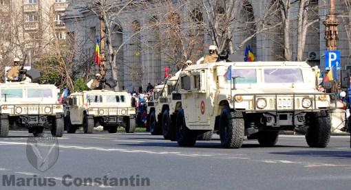 Vehicule HMWV la Parada de 1 Decembrie