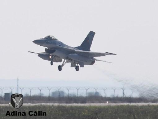 prima-decolare-f-16-dupa-intrarea-oficiala-in-serviciul-roaf