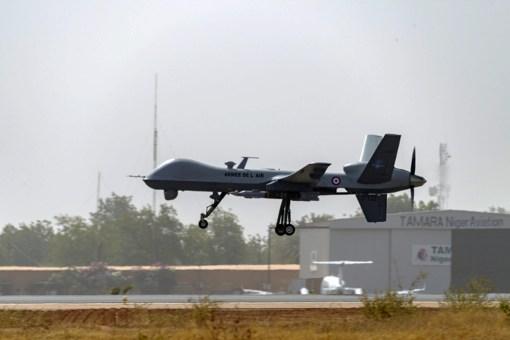 UCAV MQ-9 Reaper inarmat cu bombe GBU-12