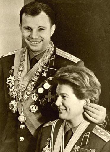 Yuri Gagarin si Valentina Tereshkova