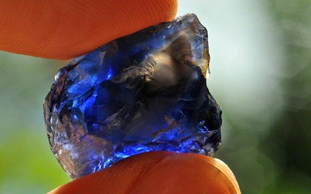 70 carat sapphire seen near Kataragama. Photo: V. Pardieu / GIA Laboratory Bangkok.