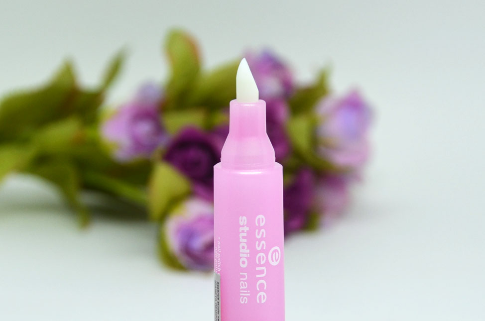 Essence Studio Nails Corrector - removedor de esmalte em caneta