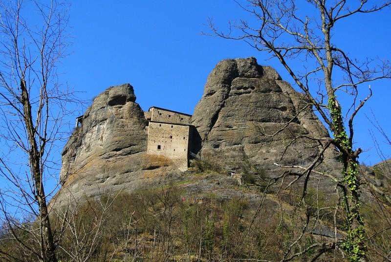 castello-della-pietra