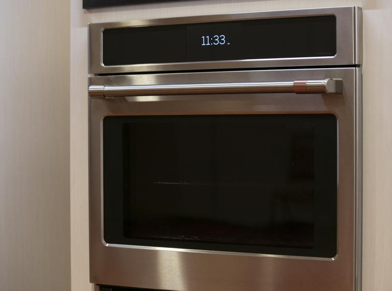 ge debuts wall oven with built in air