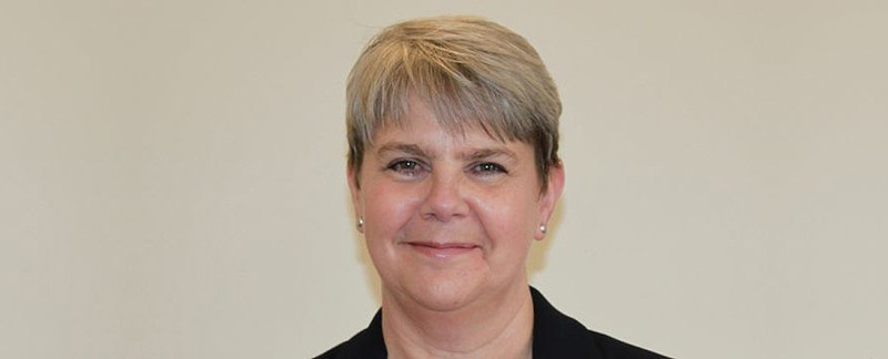 Uttlesford District Council Chief Executive Dawn French announces intention to step down
