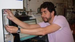 Un investigador mexicano transforma el CO2 en plástico y combustible