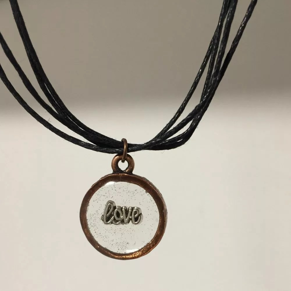 round copper necklace with resin