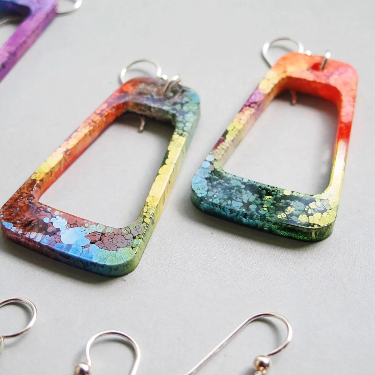 multicolor resin petri earrings