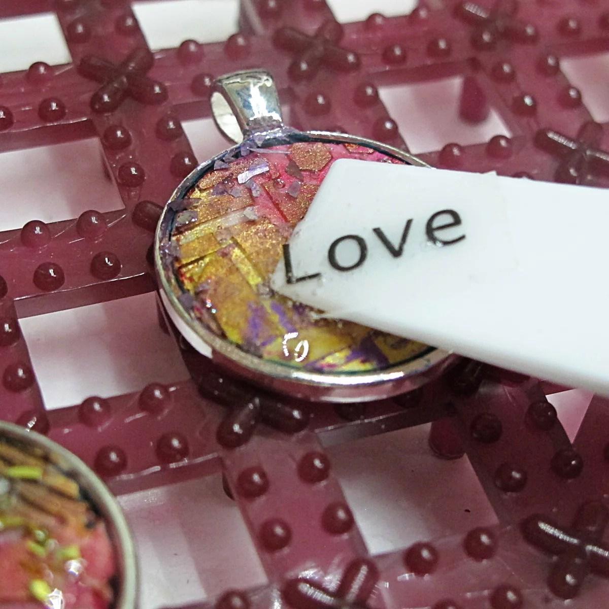 adding words to resin pendants