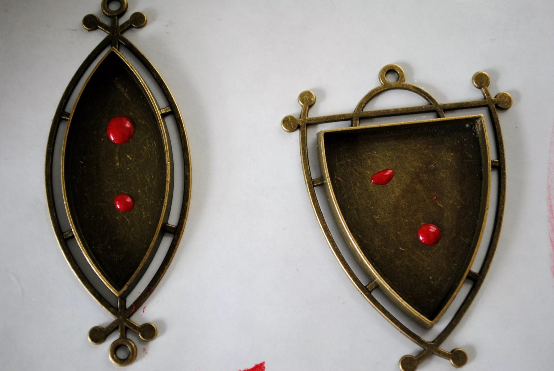 drops of resin luster in pendants