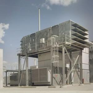 Photo d'une installation industrielle de prise d'air insonorisée