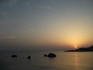 かめ島と夕日