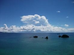 リゾネックス名護 かめ島と白い雲。
