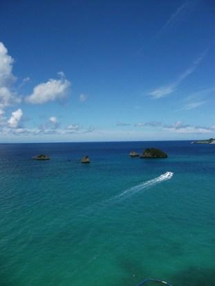 リゾネックス名護 青い海・空とかめ島。