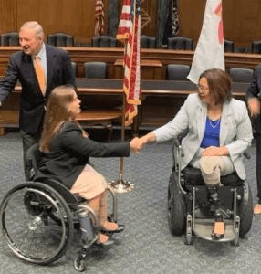 Ana Kohout, a constituent of Illinois, shakes hands with Senator Tammy Duckworth.