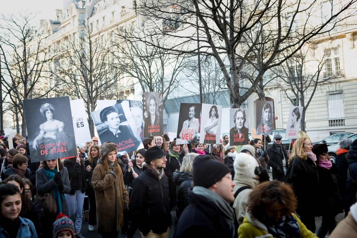 Des portraits d'illustres féministes sont brandies à la Women's March parisienne, le 21 janvier 2017. Crédit photo : David Sultan