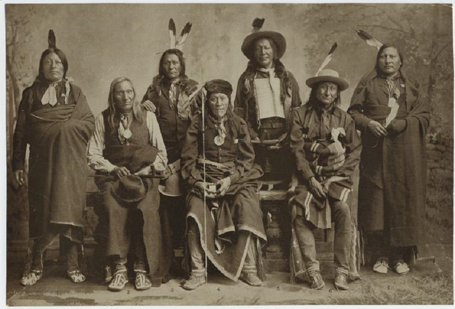 Des guerriers, en 1900. Crédit photo : the New York Public Library Digital Collection