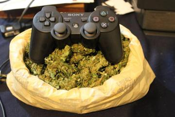 Try Smoking These Cannabis Strains While Gaming And It May Improve Your Performance