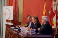 Josep Santacreu presidint l'Assemblea general al costat del coordinador i el secretari