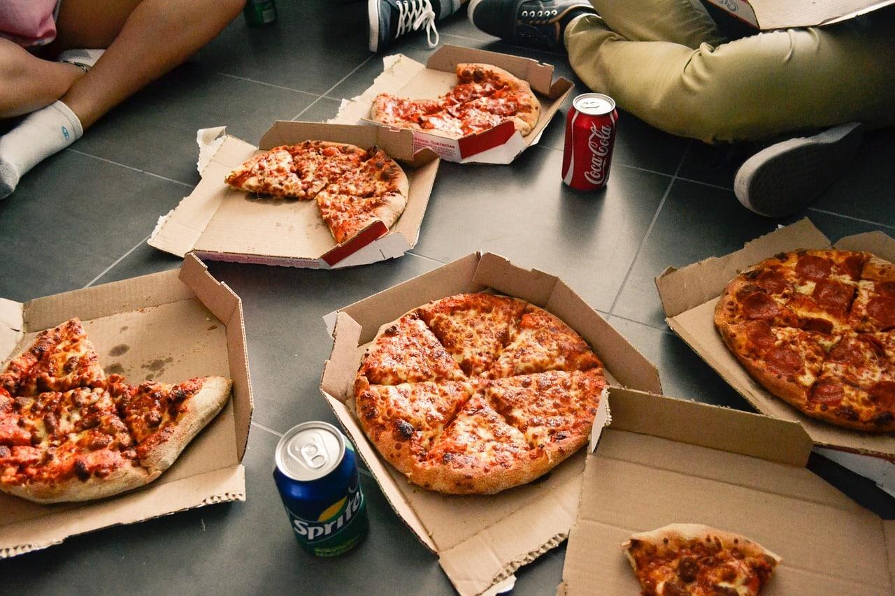 Pizza livré par un livreur