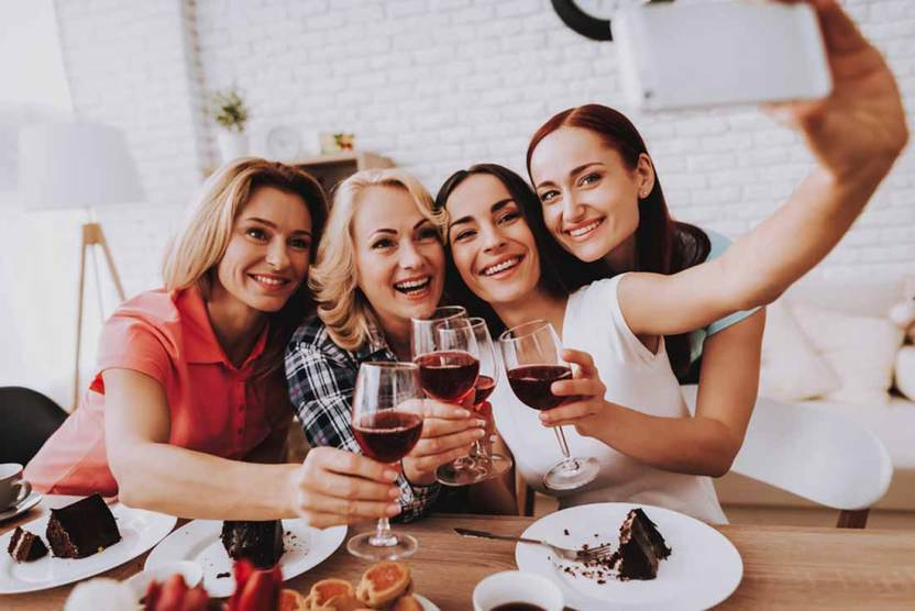 Si alkoholička, alebo len veľmi rada piješ?