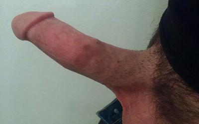 Este pene tiene más piel interna que la longitud de su glande.