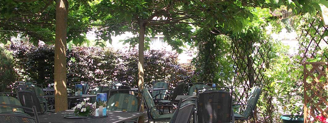 Terrasse-Restaurant-Golmé1