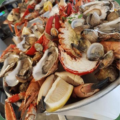 fruits de mer zeevruchten aan tafel wenduine