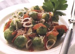 Salata de varza creata cu file de somon