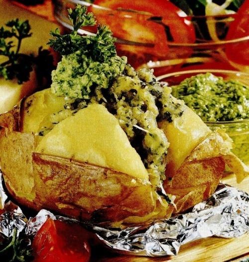Cartofi cu sos pesto de patrunjel
