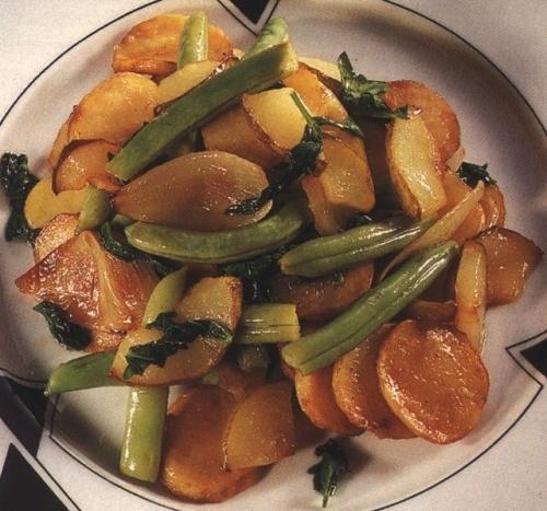 Cartofi prajiti cu fasole verde si pere