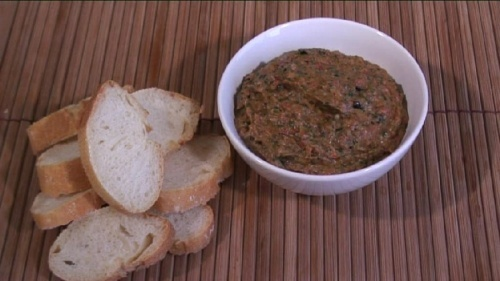 Cum se prepara Barbecued Aubergine And Pepper Dip (video)