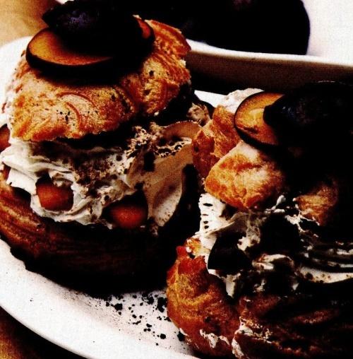 Prăjituri cu frişca şi prune