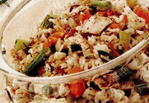 Salata de orez cu legume si pui