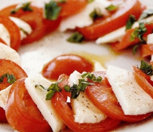 Salată de roşii cu brânză Capresse