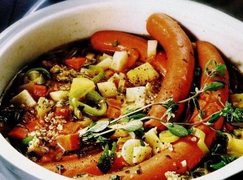Supă cu legume şi carnati