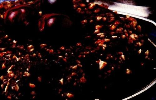 Tort cu cireşe şi zahăr brun