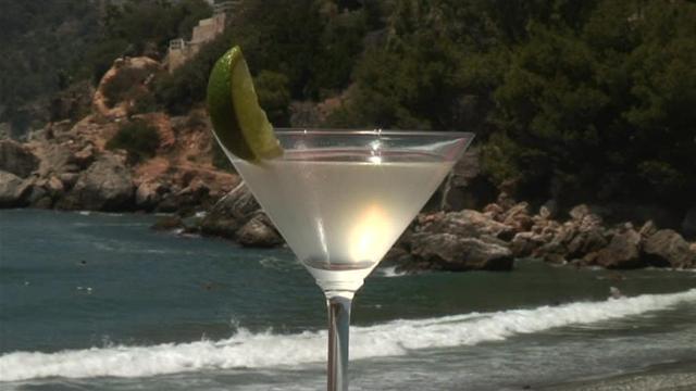 Cum se prepara Cocktail Apple Daiquiri Straight Up (video)
